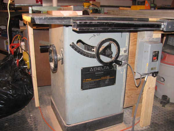Delta 34-457 Cab Saw with accusquare fence for $700